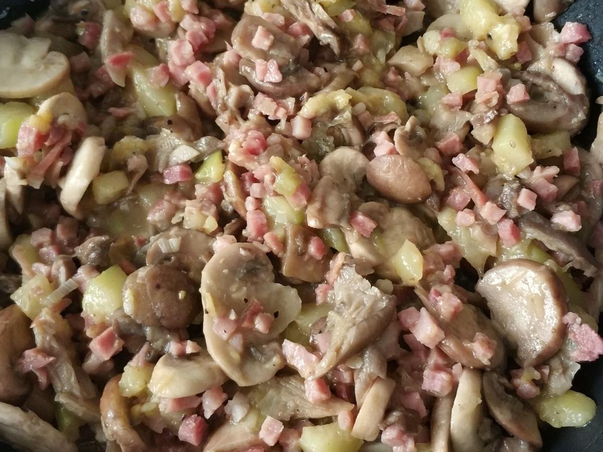 champiñones con calabacín y jamón